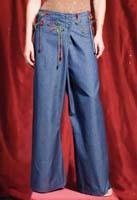 Pantalone in jeans con applicazioni in yuta. Taglia: S; M; L.